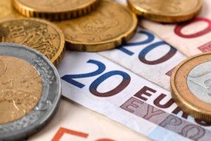 Какая валюта в Черногории для туристов: сколько и какие деньги брать, варианты обмена